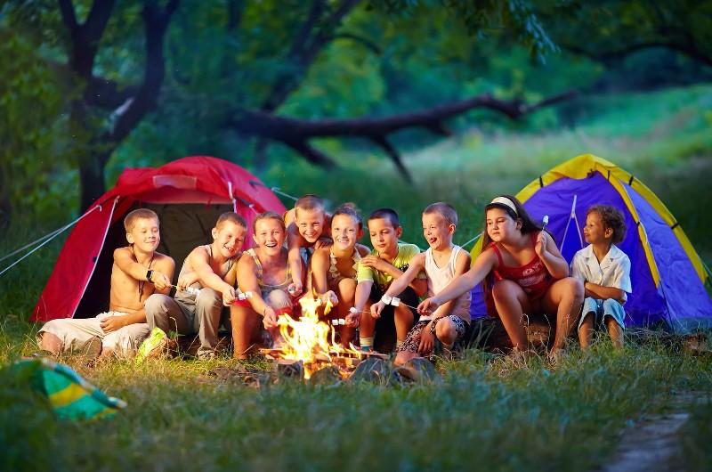 bigstock-Group-Of-Happy-Kids-Roasting-M-47995022